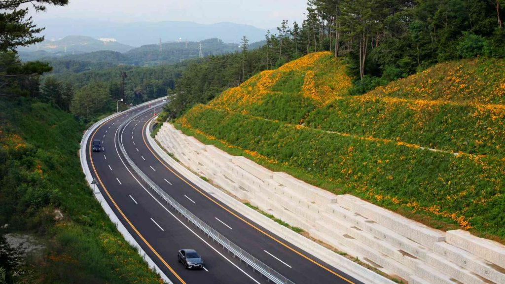 A picture of a highways in South Korea.