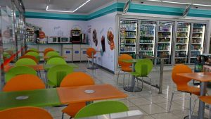 A picture of the seating area in a Korean convenience store.